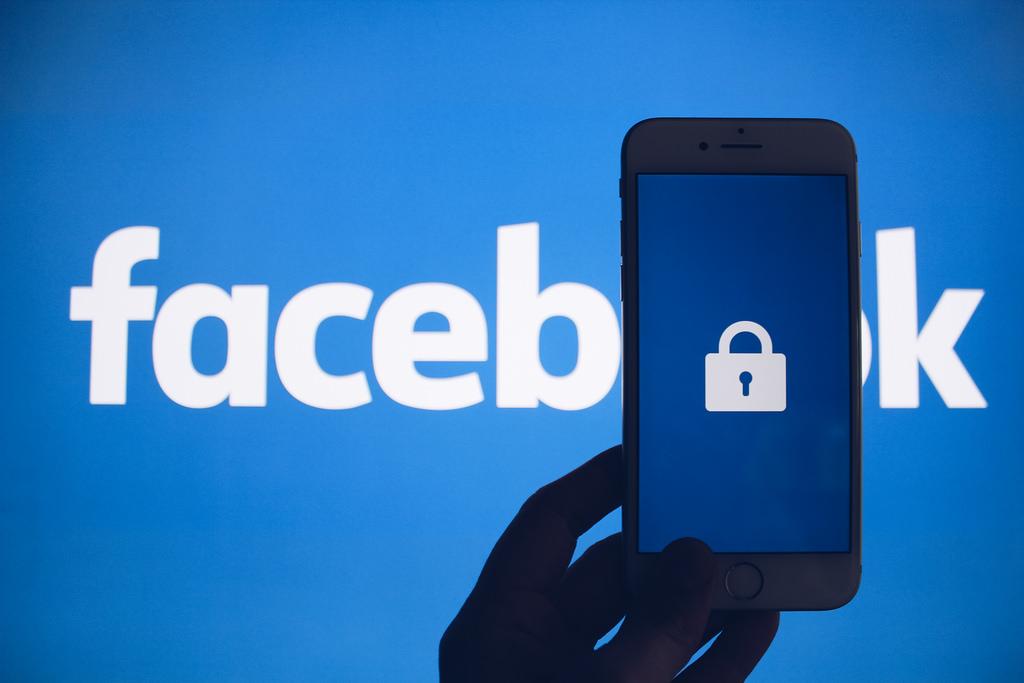 Conservatives Outraged After Facebook Deletes Former Breitbart